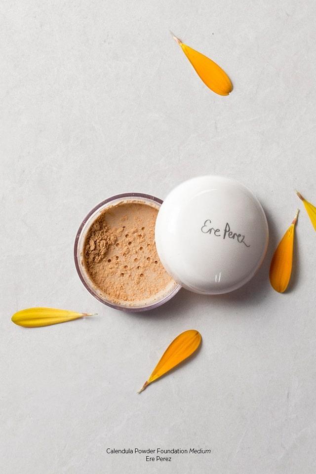 Ere Perez Calendula Powder Foundation puuterimainen meikkipohja – Medium