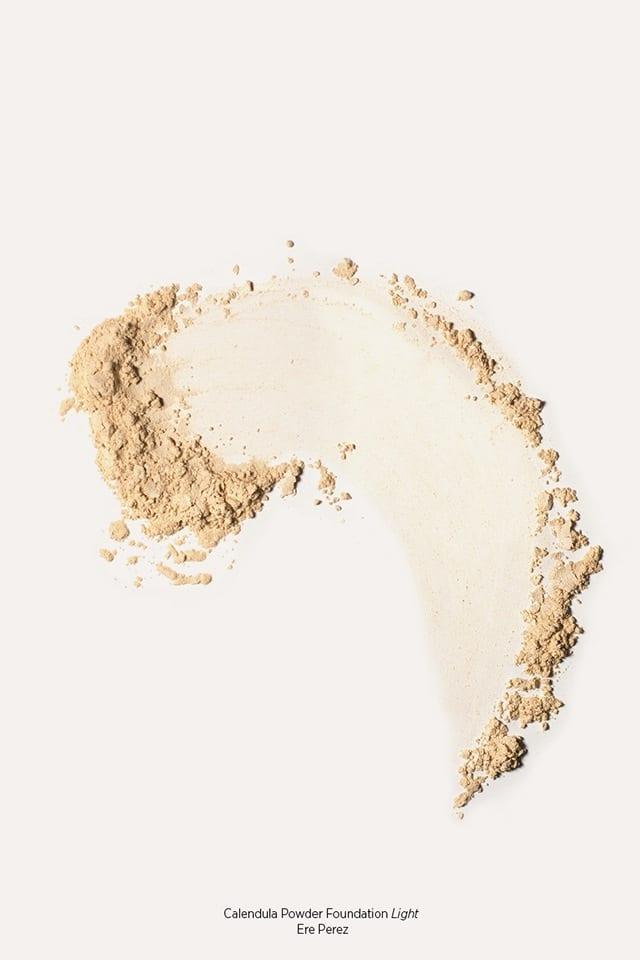 Ere Perez Calendula Powder Foundation puuterimainen meikkipohja – Light