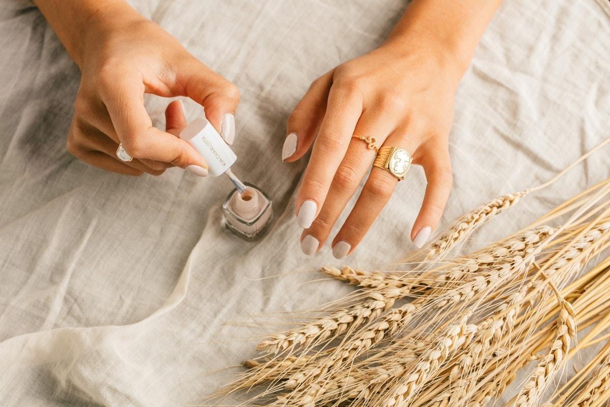 Kynsilakkojen kierrättäminen - Kia Charlotta ekologiset kynsilakat